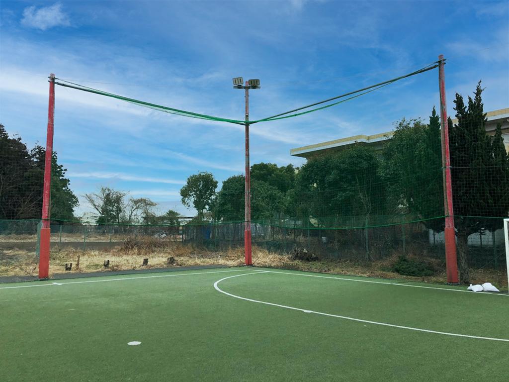 フットサルコートの一部天蓋防球ネット追加施工